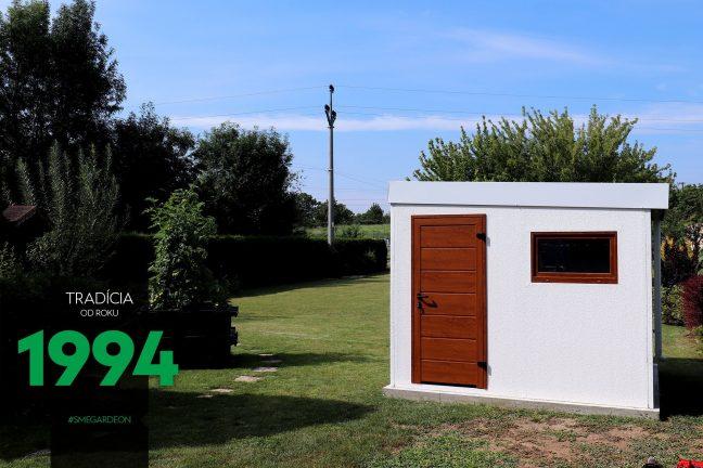 GARDEON Gartenhaus in weiß mit der LPU40 Tür von Hörmann in der Farbe Gold-Eiche