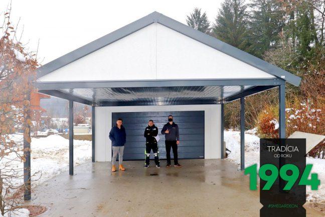 Satteldach Garage mit Carport in dem vorderen Bereich