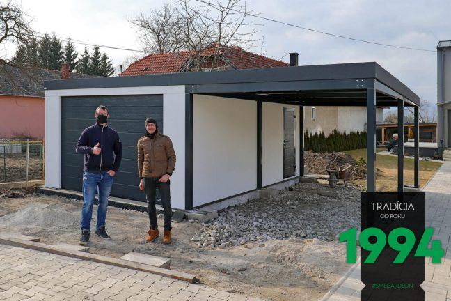 Eine Garage mit Carport - zufriedener Kunde + Monteur