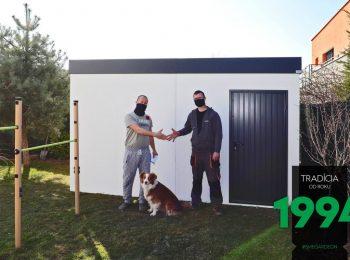 Die Übergabe des fertigen montierten Gartenhauses von GARDEON
