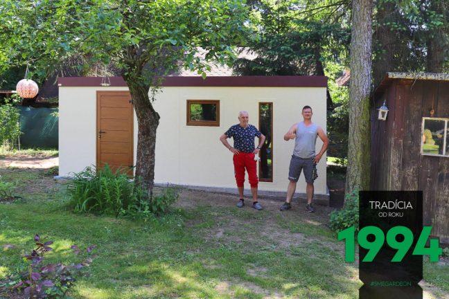 Schlichte GARDEON Gartenhütte - zufriedener Kunde und ein Monteur