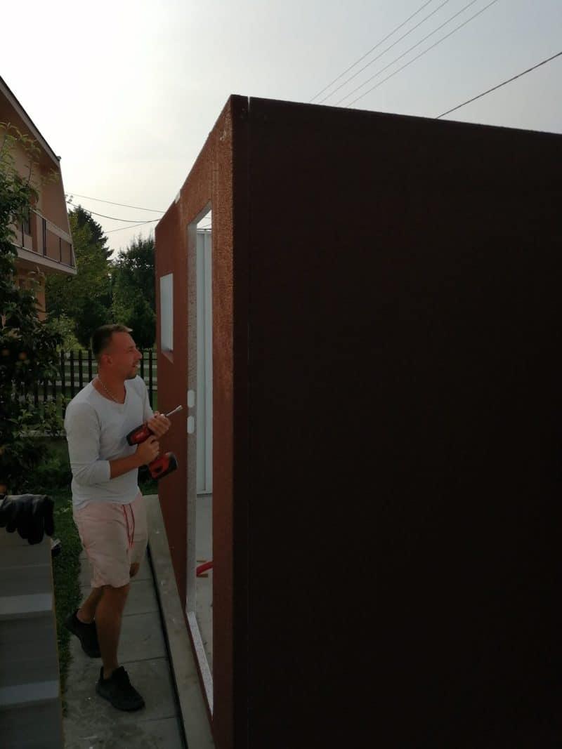Der Aufbau der Garage für Blanka