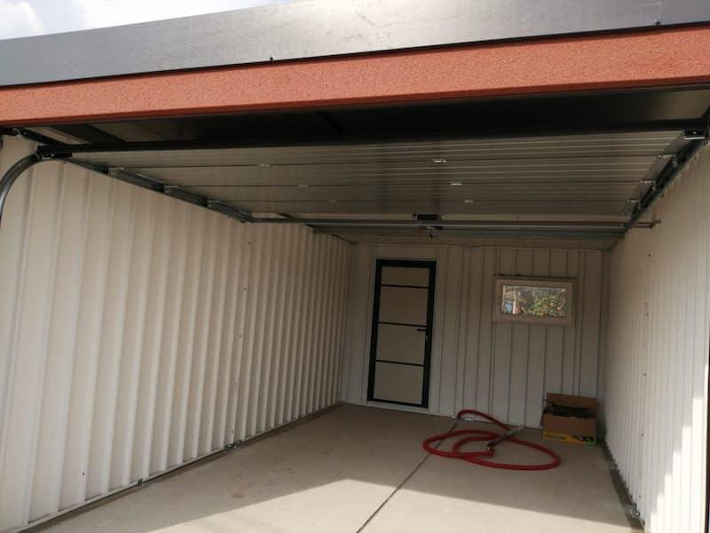 Eine ungedämmte Garage mit gedämmten Dach