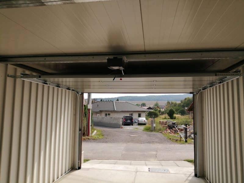 Die Aussicht aus dem Inneren der Garage