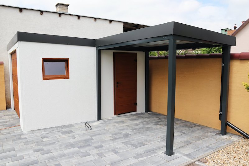 Gartenhäuschen mit Überdachung und Garagentor - GARDEON