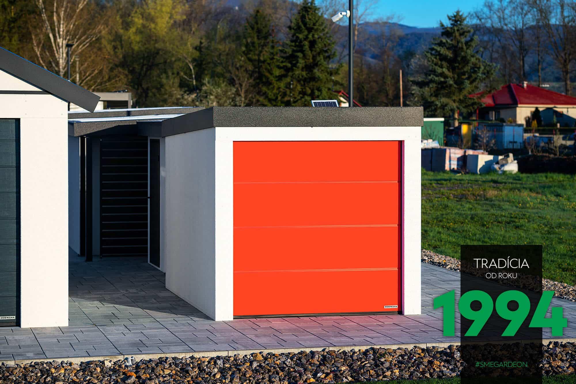 Kleine GARDEON Garage mit einem roten Tor von Hörmann