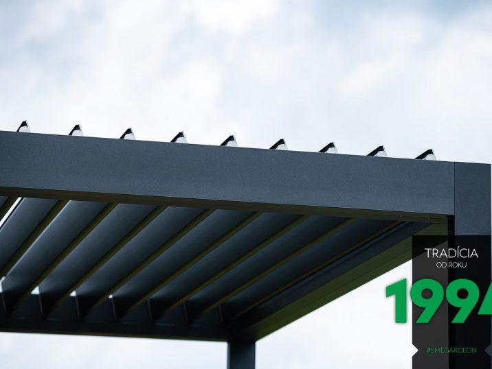 Das offene Lamellendach der bioklimatischen Pergola von GARDEON