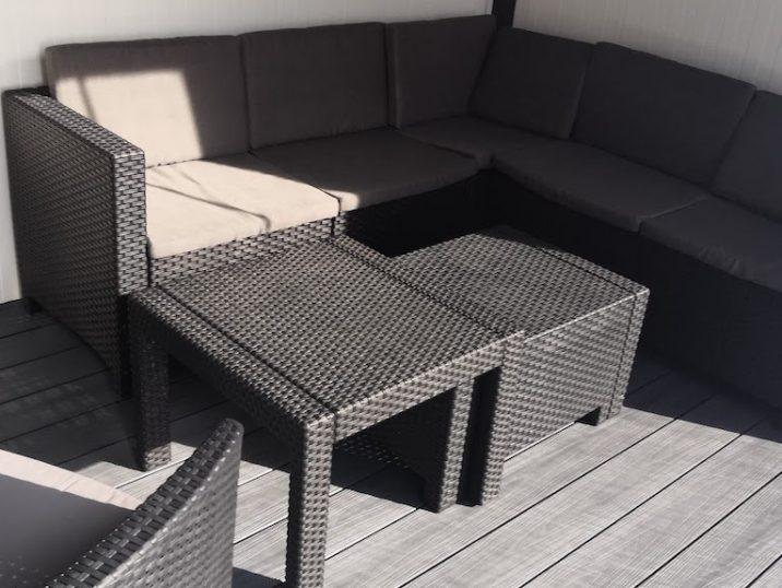 Sitzbereich unter einer Überdachung von GARDEON