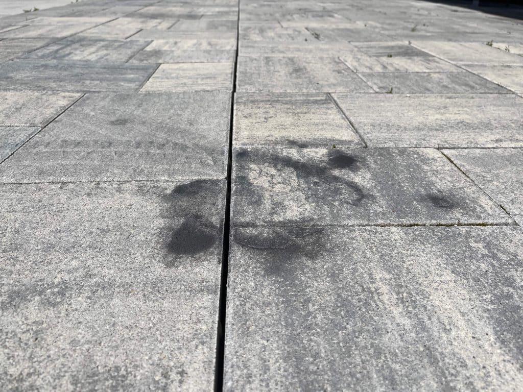 Ölleck auf dem Boden