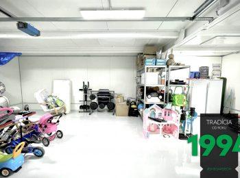 GARDEON: Innenraum einer maßangefertigten, komplett gedämmten Garage in Österreich