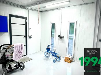 Weißer Epoxidharzboden in einer individuellen Garage von GARDEON