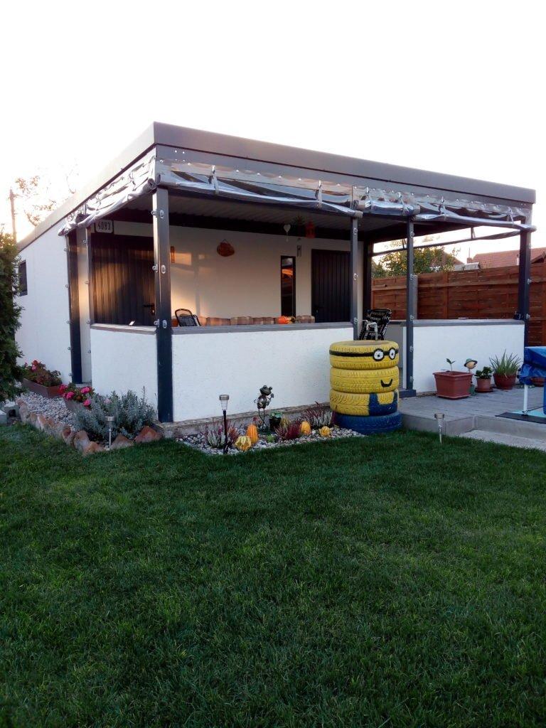 Gartenhaus GARDEON mit Überdachung - in dem GARDEON eines Kunden