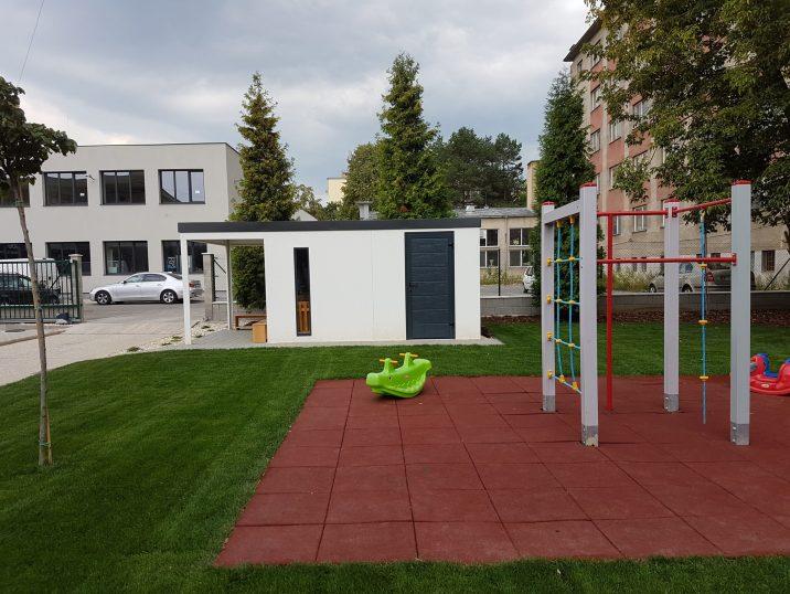 Ein Spielplatz vor der GARDEON Gartenhütte
