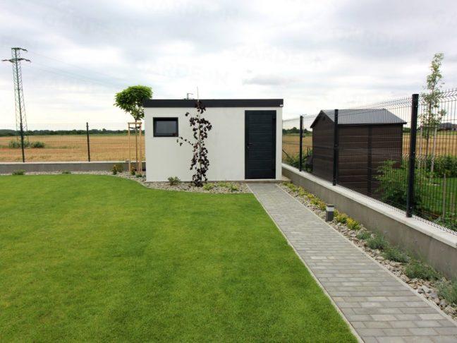 Ein Gartenhaus von GARDEON in einem schönen Garten