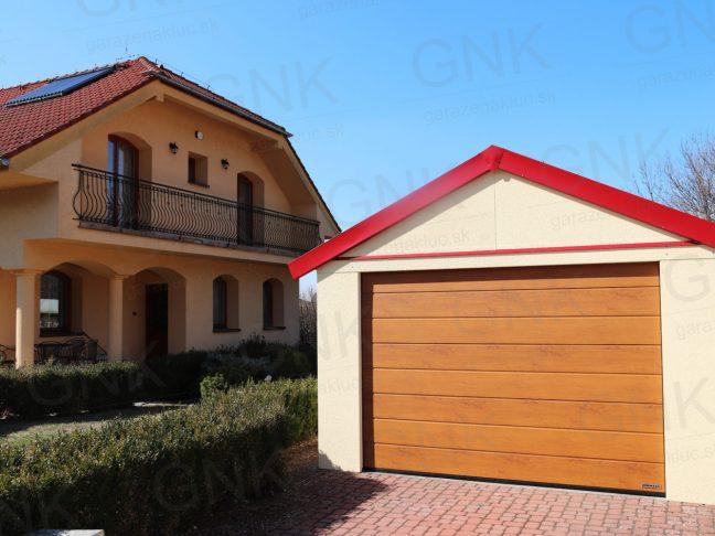 Eine Einzelgarage mit rotem Satteldach bei einem Familienhaus