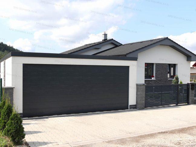 Eine moderne Doppelgarage bei einem Familienhaus mit der Attika in anthrazit