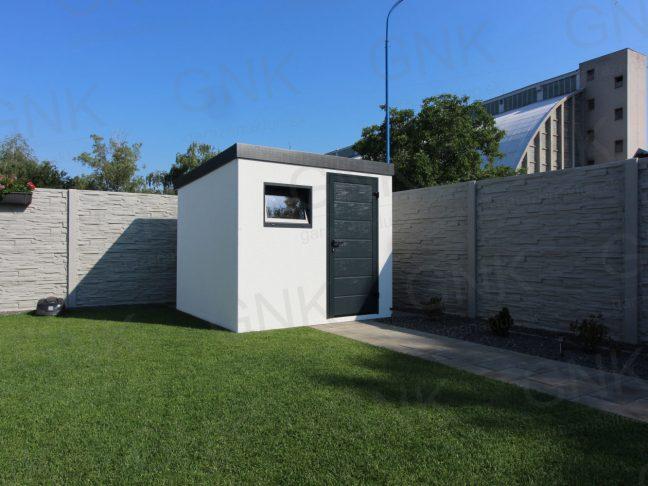 Ein modernes Gartenhaus mit der LPU40 Tür von Hörmann und einem Fenster von Slovaktual
