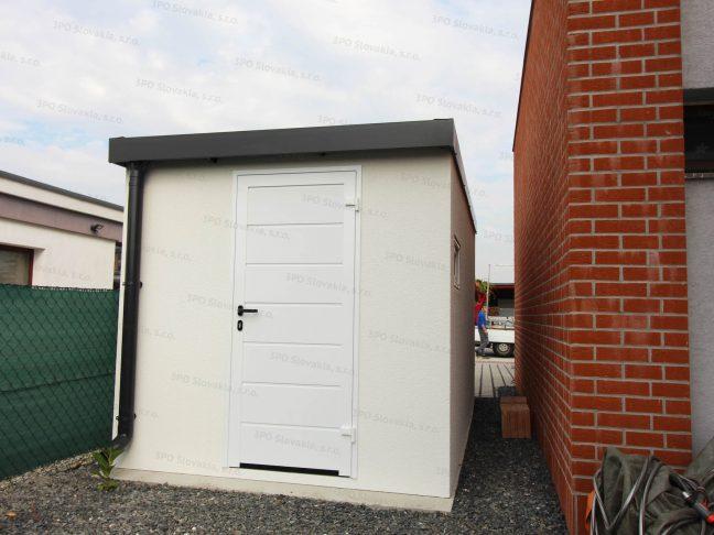 Ein montiertes Gartenhäuschen mit der LPU40 Tür von Hörmann in weiß