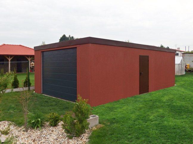 Eine Garage in ziegelrot mit dem Tor von Hörmann in anthrazit RAL 7016