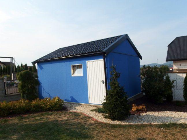 Ein blaues Gartenhaus mit Satteldach