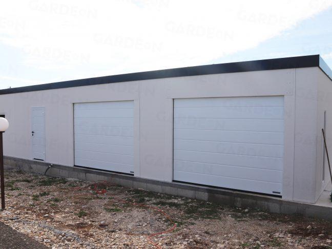 Ein montierter Lagerraum mit weißem Putz
