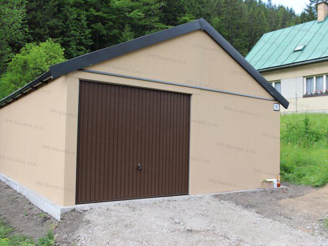 Eine atypische Garage mit Satteldach und einem braunen Schwingtor