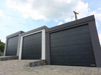 Drei Garagen mit den Sektionaltoren von Hörmann in anthrazit