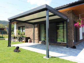 Die Stahlpergola von GARDEON bei einem modernen Haus