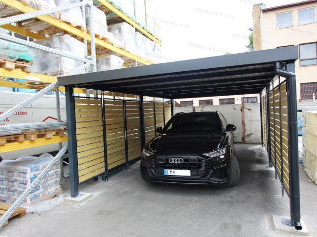 Ein Audi geparkt unter dem Carport von GARDEON in anthrazit mit Holzlatten