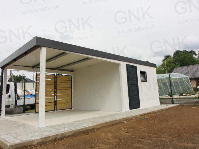 Ein modernes Gartenhaus mit einer Überdachung links