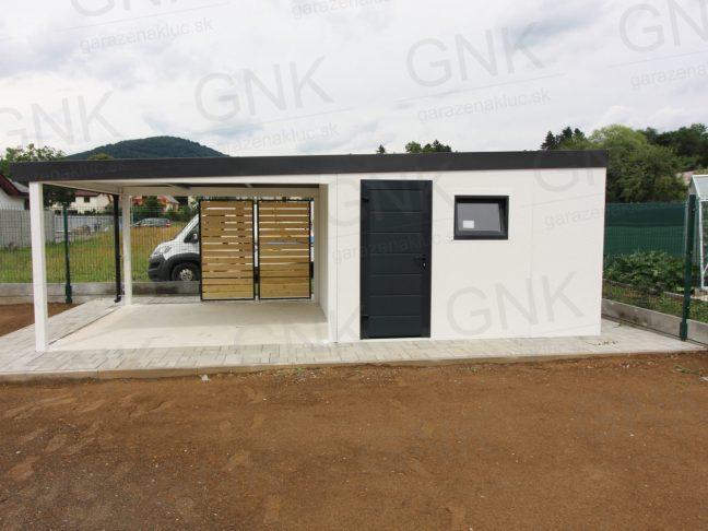 Ein montiertes Gartenhaus für Lagerung von Gartenwerkzeug mit einer Neigung nach links