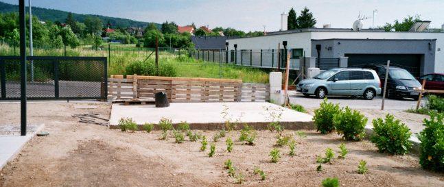 Betonplatte als ein Fundament unter das Gartenhaus