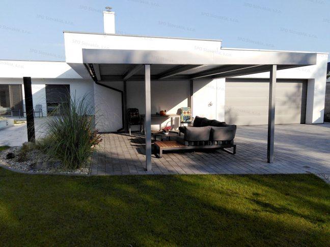 Ein montiertes Carport von SIEBAU für den optimalen Relax