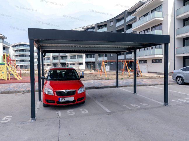Ein Design-Carport für 2 PKWs STANDARD bei einem Wohnhaus
