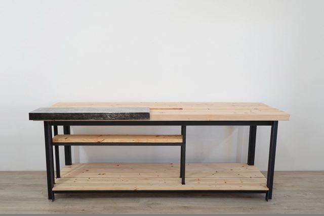 Ein modernes Werktisch aus Holz