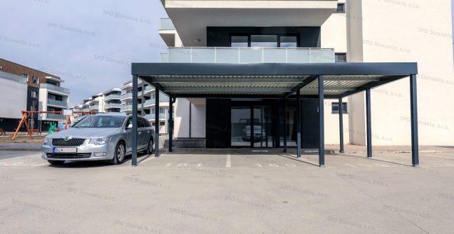 Ein Carport von GARDEON für 3 Autos in anthrazit