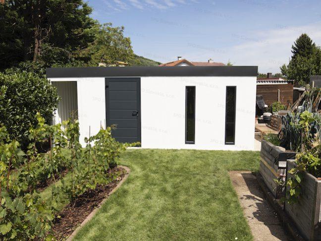 Ein atypisches weißes Gartenhaus mit 2 Oberlichtern von Slovaktual
