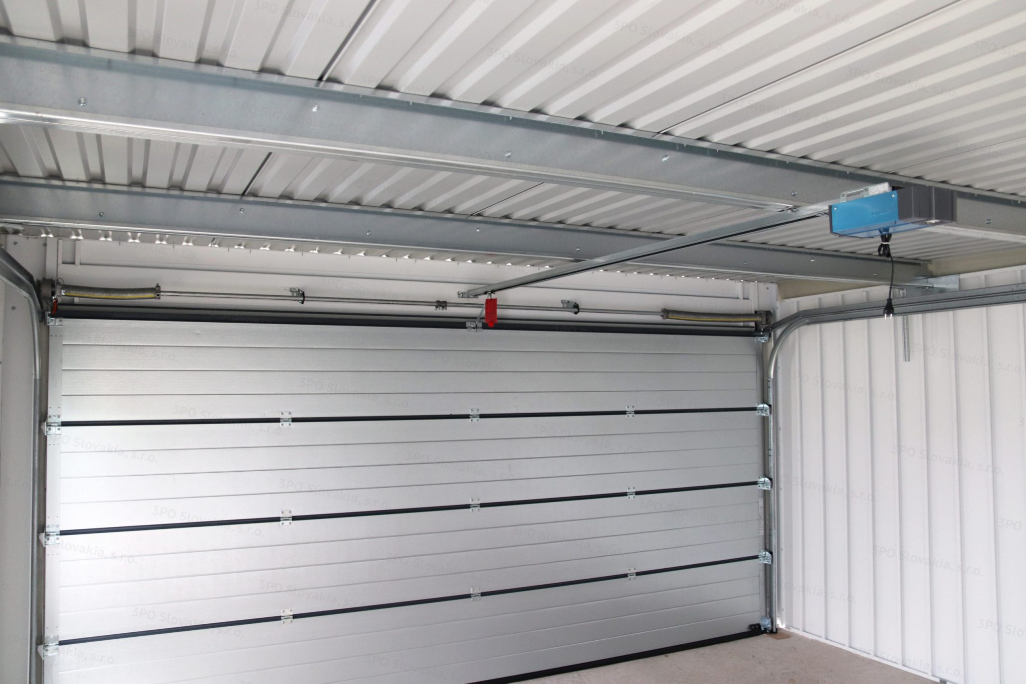 Der Innenraum einer montierten Garage