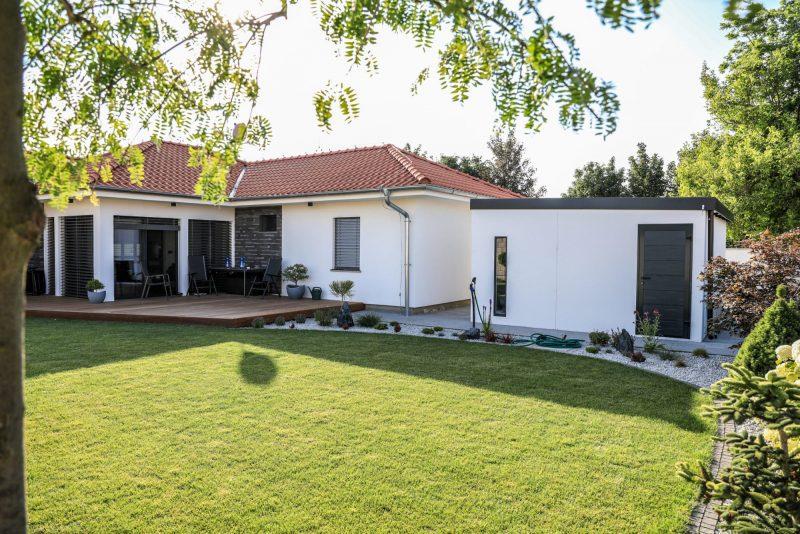 Das Gartenhaus von GARDEON bei einem Familienhaus