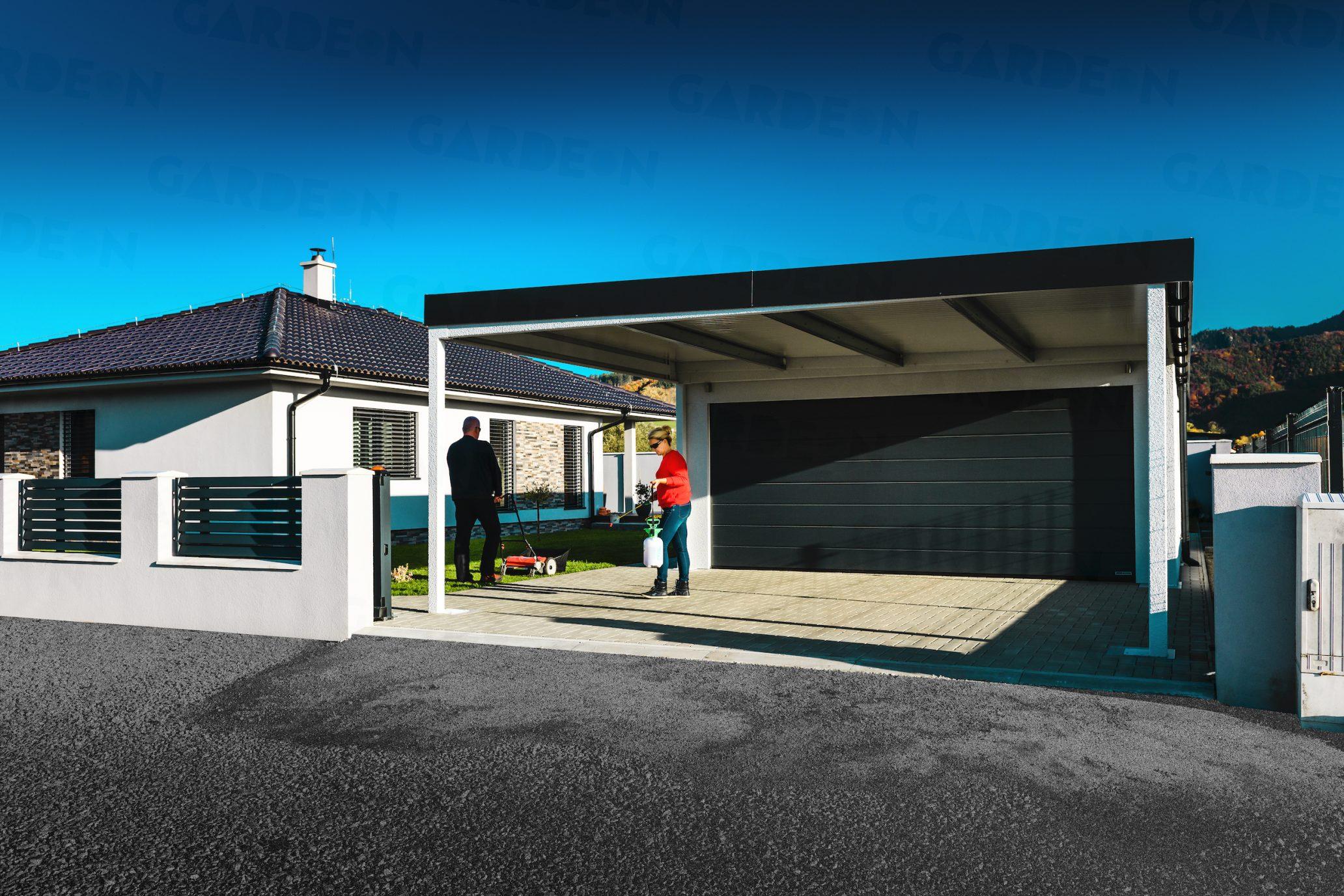 Eine Doppelgarage von GARDEON mit Überdachungen hinten und vorne