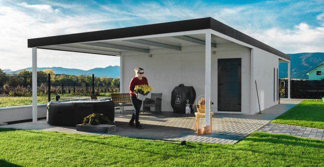 Eine montierte Garage mit einer Überdachung für Relax