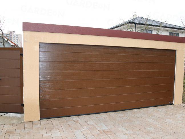 Doppelgarage mit braunem Tor und einer braunen Tür