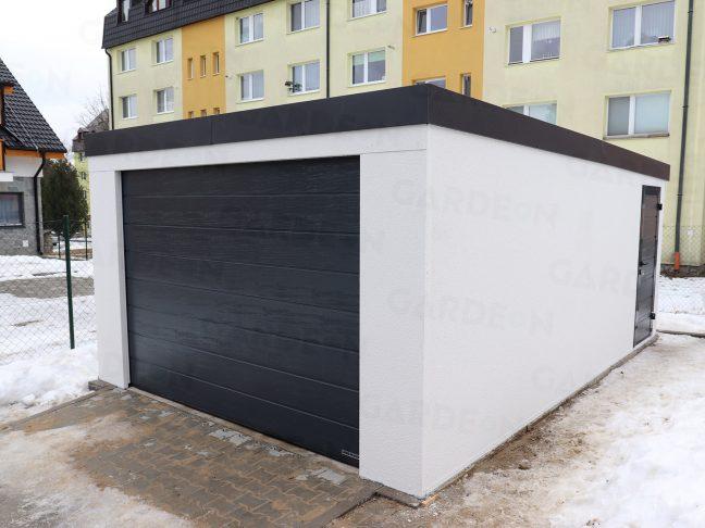 Eine Garage für 1 Auto in weiß vor einem Wohnhaus