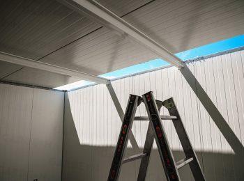Die THP Paneele werden an die Dachträger befestigt