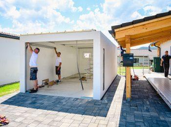 Die Montage der Dachpaneele