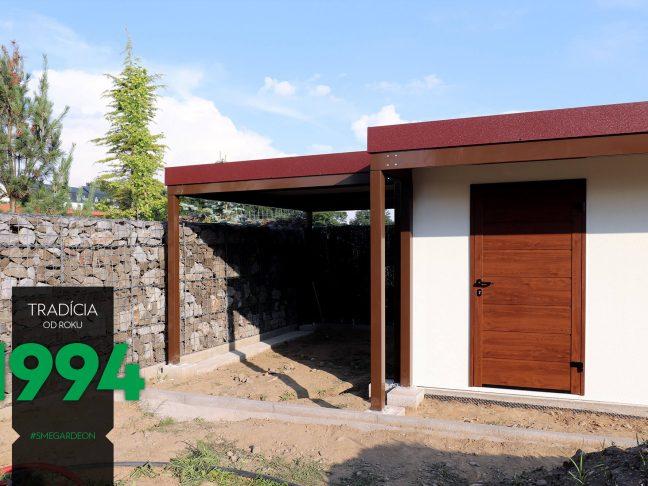 Weißes GARDEON Gartenhaus mit braunen Überdachungen