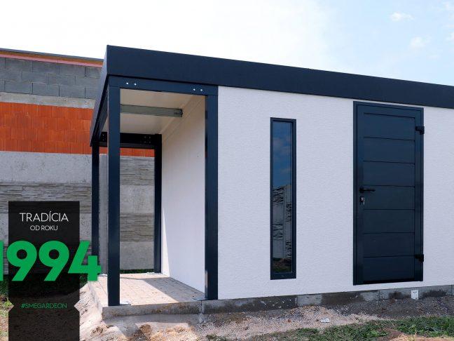 Gartenhaus in weiß mit einer kleinen Überdachung in RAL 7016